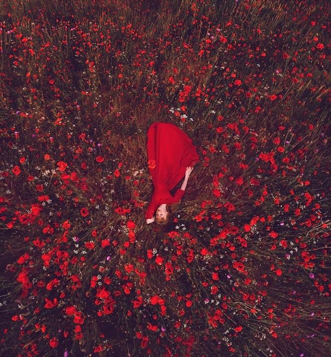 Mỹ nữ lộng lẫy váy áo tô điểm các cảnh đẹp trên thế giới - ảnh 11