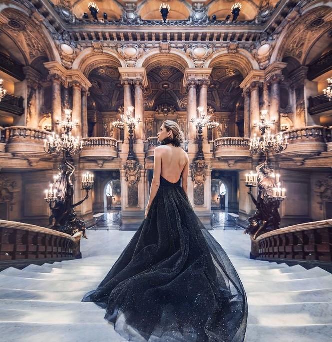 Mỹ nữ lộng lẫy váy áo tô điểm các cảnh đẹp trên thế giới - ảnh 3