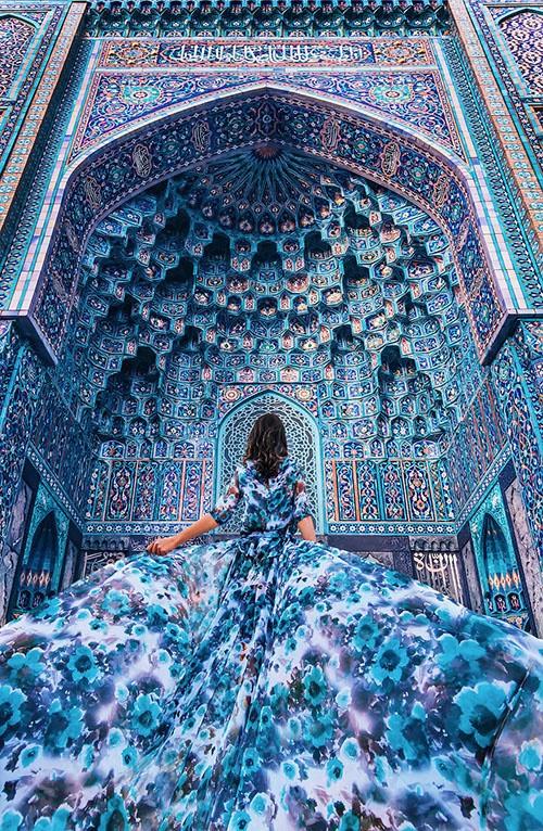 Mỹ nữ lộng lẫy váy áo tô điểm các cảnh đẹp trên thế giới - ảnh 1