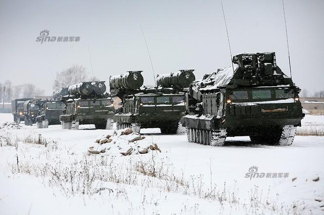 Nga di chuyển S-300VM giữa tuyết trời lạnh giá - ảnh 1