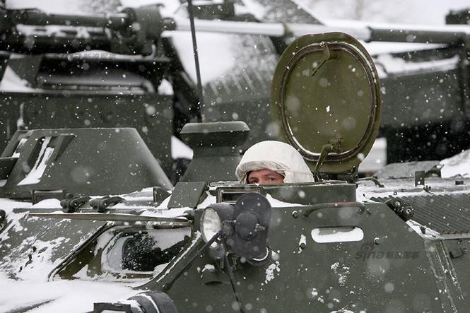 Nga di chuyển S-300VM giữa tuyết trời lạnh giá - ảnh 2