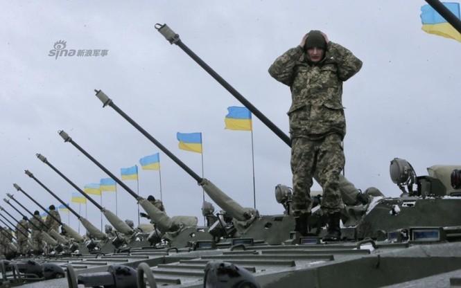 [ẢNH] Ukraine tăng cường vũ khí hạng nặng cho quân đội - ảnh 10
