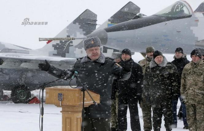 [ẢNH] Ukraine tăng cường vũ khí hạng nặng cho quân đội - ảnh 11