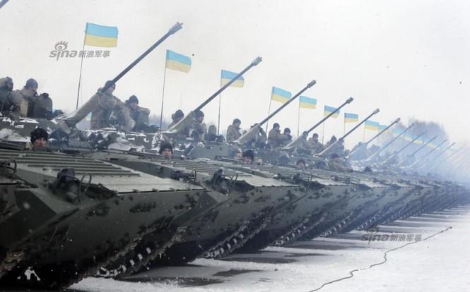[ẢNH] Ukraine tăng cường vũ khí hạng nặng cho quân đội - ảnh 13