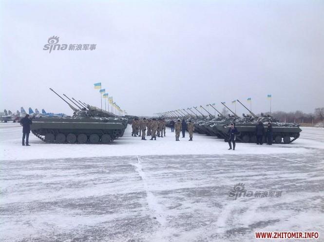 [ẢNH] Ukraine tăng cường vũ khí hạng nặng cho quân đội - ảnh 2