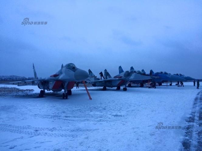 [ẢNH] Ukraine tăng cường vũ khí hạng nặng cho quân đội - ảnh 9