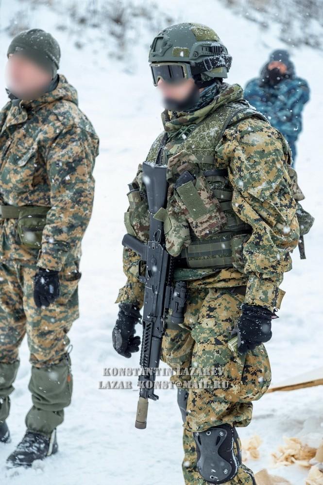 Tận thấy đặc nhiệm Nga tác chiến trong băng giá - ảnh 13