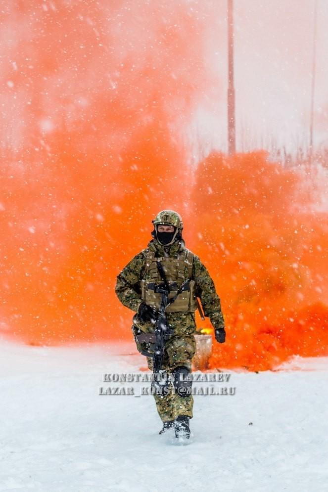 Tận thấy đặc nhiệm Nga tác chiến trong băng giá - ảnh 15