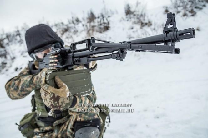 Tận thấy đặc nhiệm Nga tác chiến trong băng giá - ảnh 1