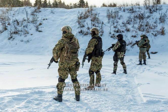 Tận thấy đặc nhiệm Nga tác chiến trong băng giá - ảnh 2