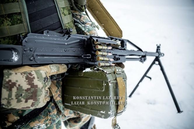 Tận thấy đặc nhiệm Nga tác chiến trong băng giá - ảnh 4