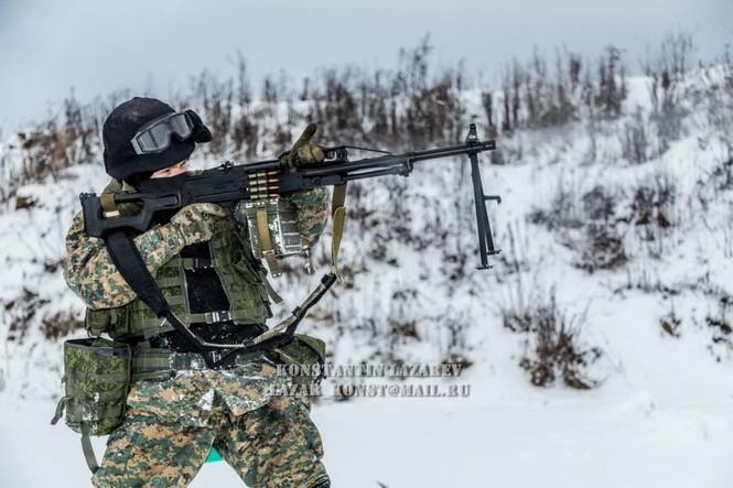 Tận thấy đặc nhiệm Nga tác chiến trong băng giá - ảnh 7
