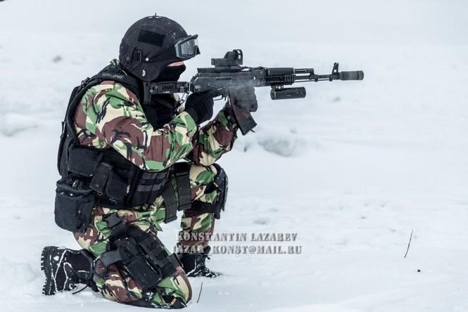 Tận thấy đặc nhiệm Nga tác chiến trong băng giá - ảnh 8