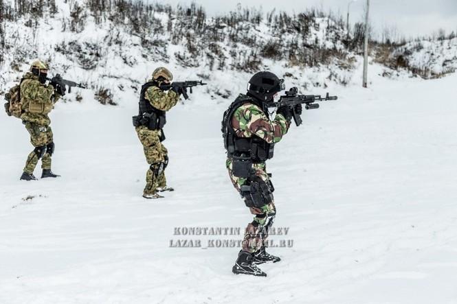 Tận thấy đặc nhiệm Nga tác chiến trong băng giá - ảnh 9