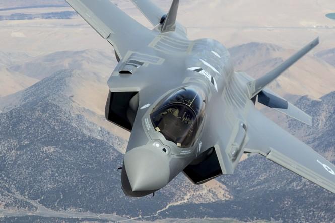 Phiền nhiễu như thử siêu chiến đấu cơ F-35 - ảnh 1