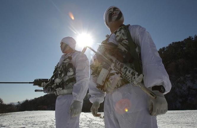 Đặc nhiệm Hàn Quốc tác chiến trong tiết trời âm 20 độ - ảnh 12