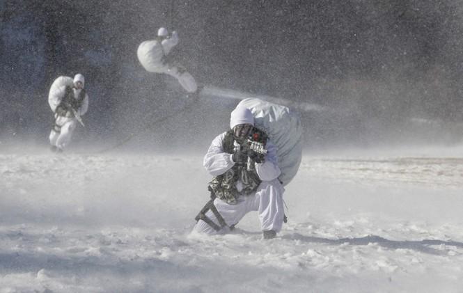 Đặc nhiệm Hàn Quốc tác chiến trong tiết trời âm 20 độ - ảnh 1
