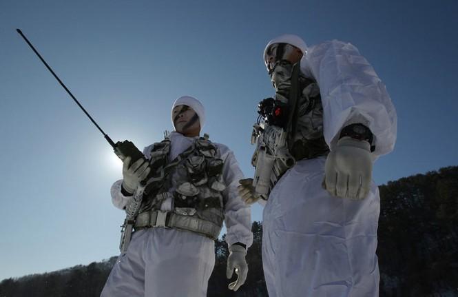 Đặc nhiệm Hàn Quốc tác chiến trong tiết trời âm 20 độ - ảnh 9