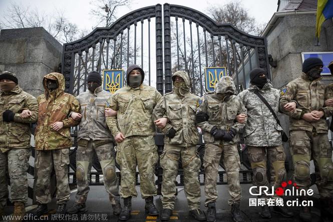 'Tiểu đoàn tiễu phạt' bao vây Bộ Quốc phòng Ukraine - ảnh 1