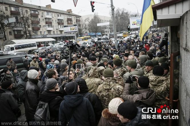 'Tiểu đoàn tiễu phạt' bao vây Bộ Quốc phòng Ukraine - ảnh 2