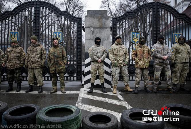 'Tiểu đoàn tiễu phạt' bao vây Bộ Quốc phòng Ukraine - ảnh 4