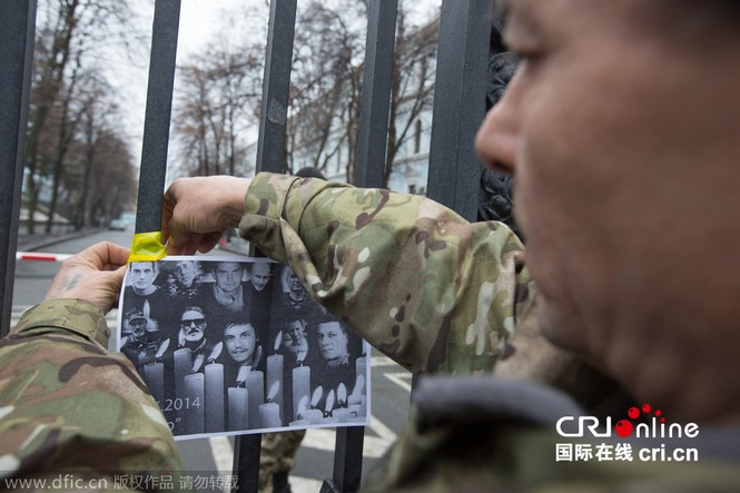 'Tiểu đoàn tiễu phạt' bao vây Bộ Quốc phòng Ukraine - ảnh 5