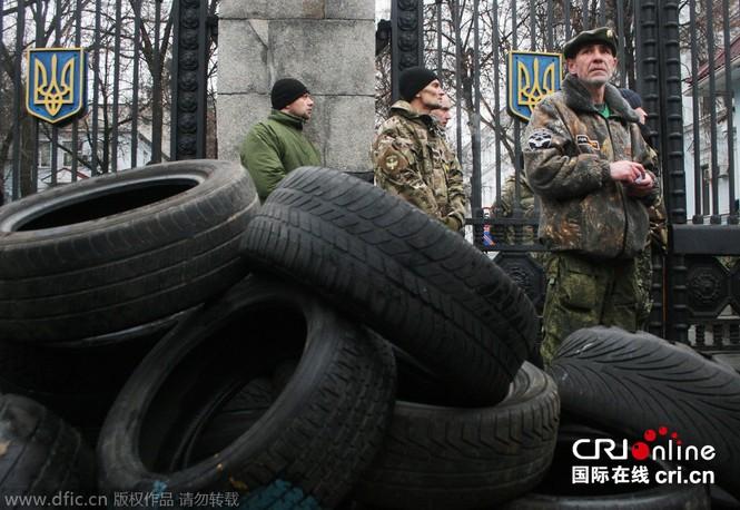 'Tiểu đoàn tiễu phạt' bao vây Bộ Quốc phòng Ukraine - ảnh 6