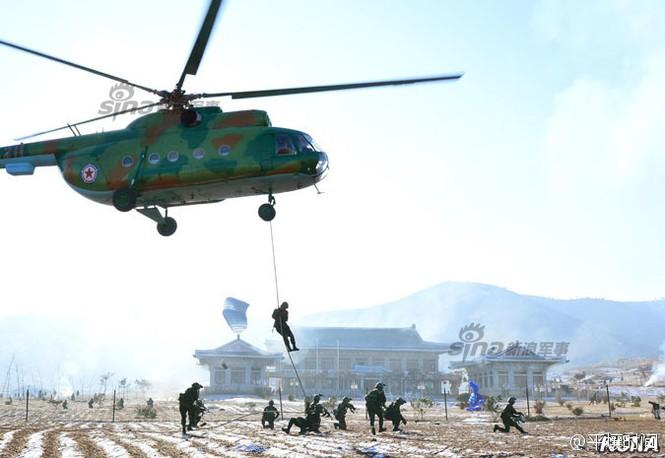 [ẢNH] Cận cảnh Triều Tiên tập trận 'tấn công Dinh Tổng thống Hàn Quốc' - ảnh 5
