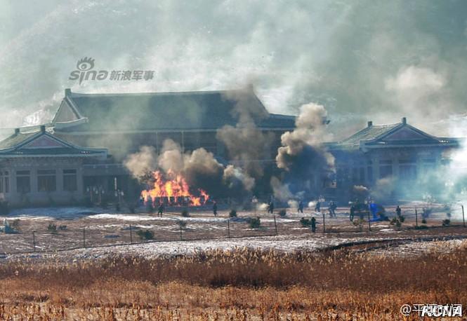 [ẢNH] Cận cảnh Triều Tiên tập trận 'tấn công Dinh Tổng thống Hàn Quốc' - ảnh 7