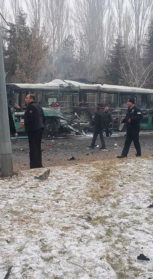 Cảnh tượng hãi hùng vụ đánh bom xe khiến hàng chục người thương vong - ảnh 3