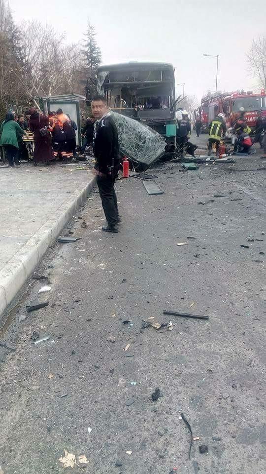 Cảnh tượng hãi hùng vụ đánh bom xe khiến hàng chục người thương vong - ảnh 4