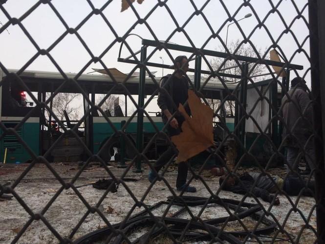 Cảnh tượng hãi hùng vụ đánh bom xe khiến hàng chục người thương vong - ảnh 5