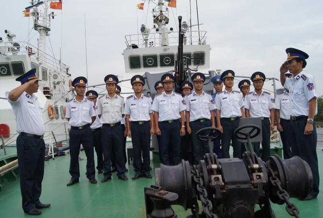Cảnh sát biển vượt sóng, giữ chủ quyền - ảnh 4