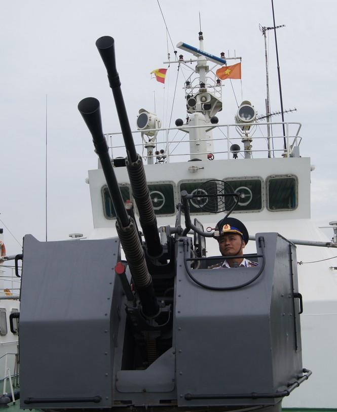 Cảnh sát biển vượt sóng, giữ chủ quyền - ảnh 6