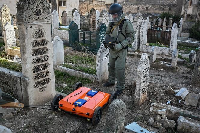 Công binh Nga cày xới từng mét đất Aleppo - ảnh 13