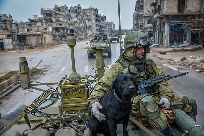 Công binh Nga cày xới từng mét đất Aleppo - ảnh 1