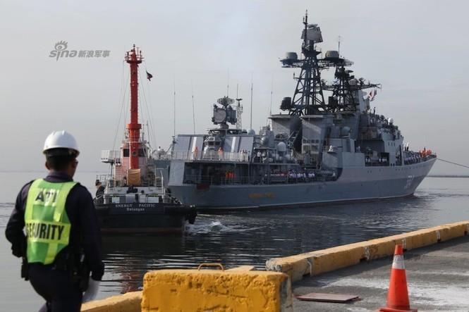 Mục kích chiến hạm lừng danh Nga cập cảng Philippines - ảnh 1
