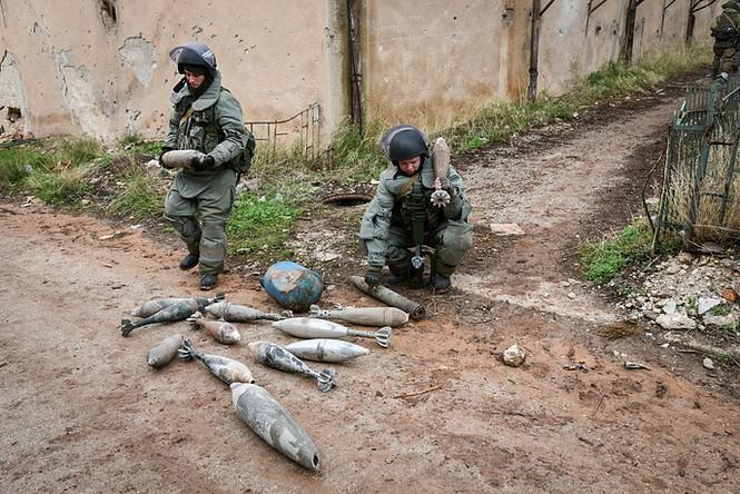 Công binh Nga cày xới từng mét đất Aleppo - ảnh 2