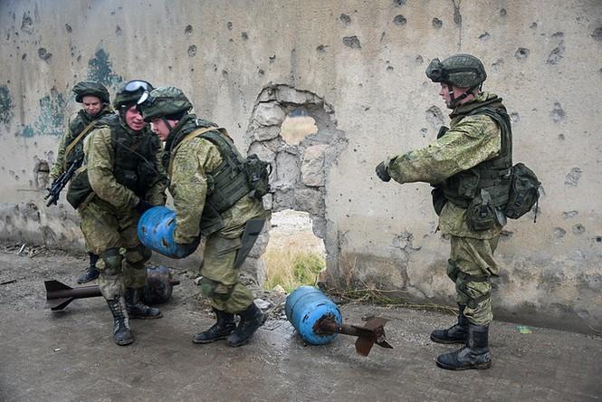Công binh Nga cày xới từng mét đất Aleppo - ảnh 3