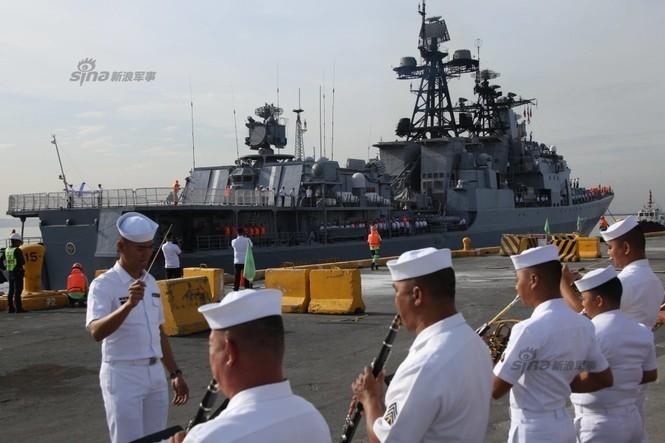 Mục kích chiến hạm lừng danh Nga cập cảng Philippines - ảnh 3