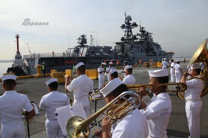 Mục kích chiến hạm lừng danh Nga cập cảng Philippines - ảnh 4