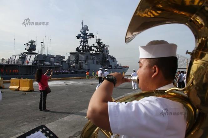 Mục kích chiến hạm lừng danh Nga cập cảng Philippines - ảnh 6