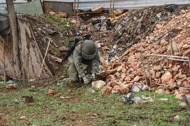 Công binh Nga cày xới từng mét đất Aleppo - ảnh 6