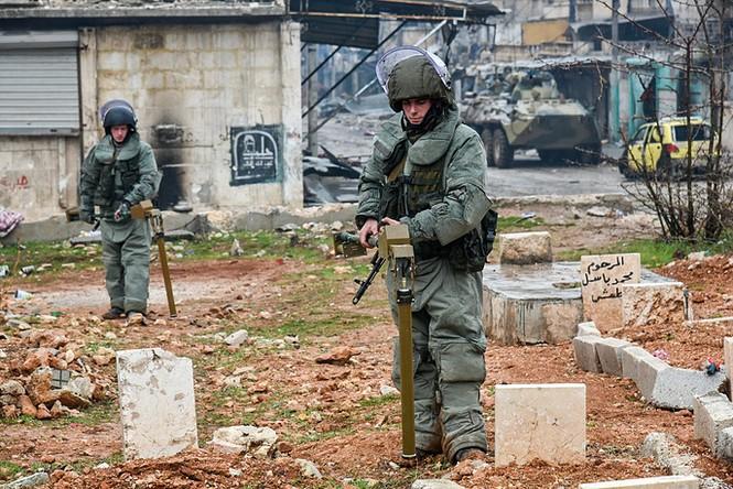 Công binh Nga cày xới từng mét đất Aleppo - ảnh 8