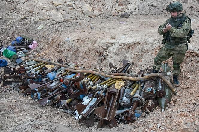 Công binh Nga cày xới từng mét đất Aleppo - ảnh 9