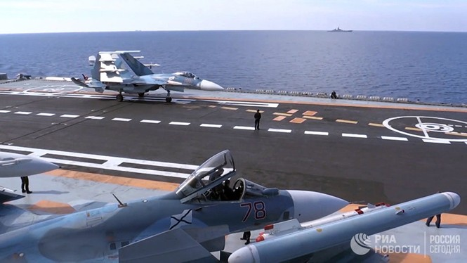 [ẢNH] Khoảnh khắc đẹp của tàu sân bay Nga tham chiến ở Syria  - ảnh 1