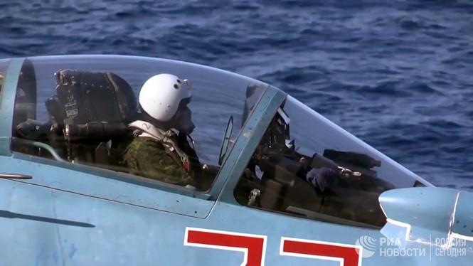[ẢNH] Khoảnh khắc đẹp của tàu sân bay Nga tham chiến ở Syria  - ảnh 2