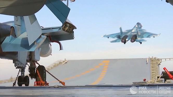 [ẢNH] Khoảnh khắc đẹp của tàu sân bay Nga tham chiến ở Syria  - ảnh 7