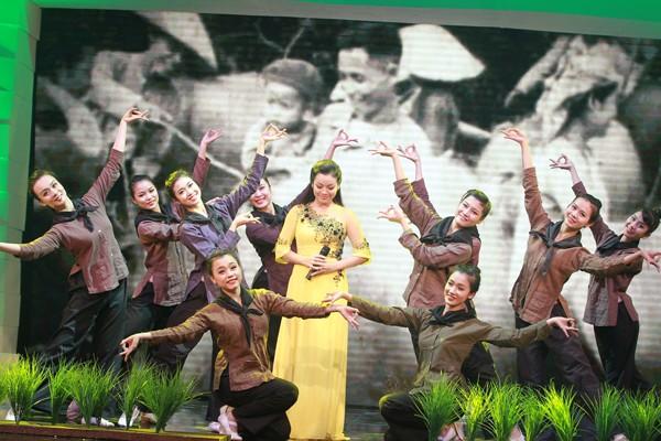 'Giai điệu tự hào' và quá trình Việt hóa gian nan - ảnh 1