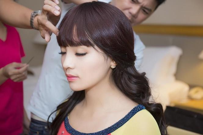 Hoa hậu Kỳ Duyên đẹp ngỡ ngàng với tóc mái ngố - ảnh 2
